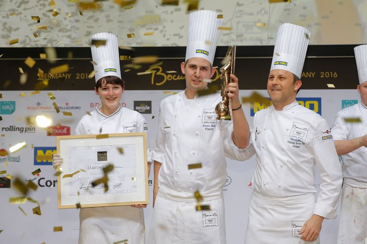 """Marvin Böhm (Mitte) durfte sich über den begehrten Preis freuen. Foto: Jörg Eberl, """"Bocuse d'Or Germany"""""""