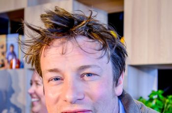 "By Karl Gabor [<a href=""http://creativecommons.org/licenses/by/3.0"">CC BY 3.0</a>], <a href=""https://commons.wikimedia.org/wiki/File%3AJamie_Oliver_(cropped).jpg"">via Wikimedia Commons</a>"