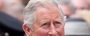 "Foto: By Dan Marsh (Flickr: Prince Charles (derivate by crop)) [<a href=""http://creativecommons.org/licenses/by-sa/2.0"">CC BY-SA 2.0</a>], <a href=""https://commons.wikimedia.org/wiki/File%3APrince_Charles_2012.jpg"">via Wikimedia Commons</a>"
