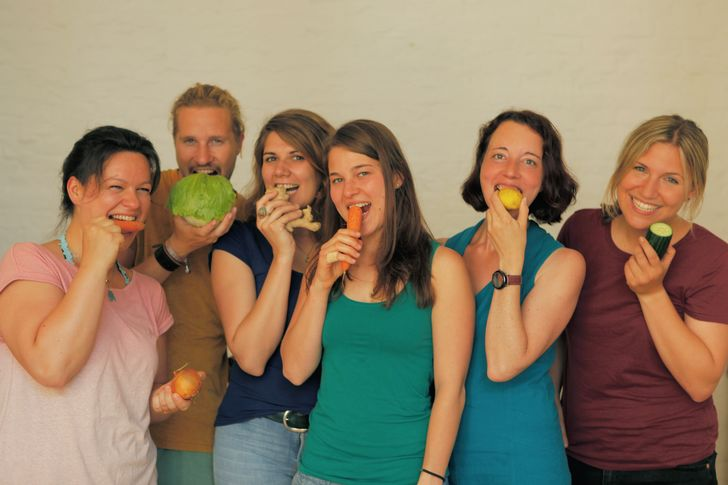 """Das Team von """"Restlos glücklich"""" (v.l.): Aline, Leoni, Stefan, Wiebke, Lena und Anette. Foto: Restlos glücklich"""
