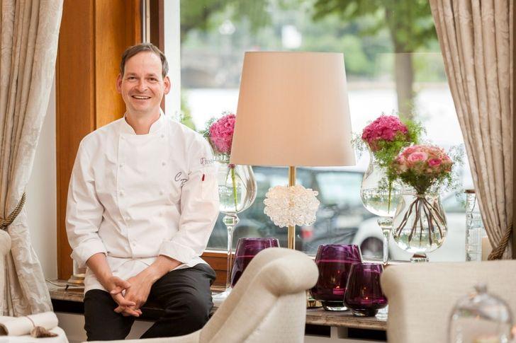 Der 41-jährige Christoph Rüffer vom Hamburger Restaurant 'Haerlin' ist 'Koch des Jahres'. Foto: © Fairmont Hotel Vier Jahreszeiten / Foto Guido Leifhelm