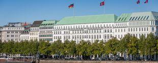 Das Fairmont Hotel Vier Jahreszeiten in Hamburg plant eine Umgestaltung seiner kulinarischen Ausrichtung. Foto: Fairmont Hotel Vier Jahreszeiten