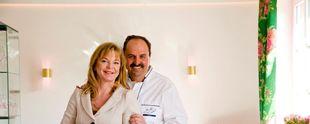 Gemeinsam mit seiner heutigen Ehefrau Silvia Buchholz-Lafer hatte Spitzenkoch Johann Lafer vor circa 30 Jahren die Idee, das Restaurant Le Val d'Or zu einem Gourmetrestaurant der Extraklasse werden zu lassen. Circa 30 Jahre später und an einer anderen Wirkungsstätte ist das Ehepaar nach wie vor erfolgreich. Foto: obs/Marc Cain GmbH