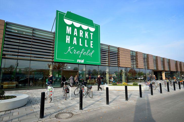 Rund 250 Mitarbeiter arbeiten auf den 11.500 Quadratmetern der neuen Markthalle in Krefeld. Foto: obs/real,- SB-Warenhaus GmbH/Carlos Albuquerque