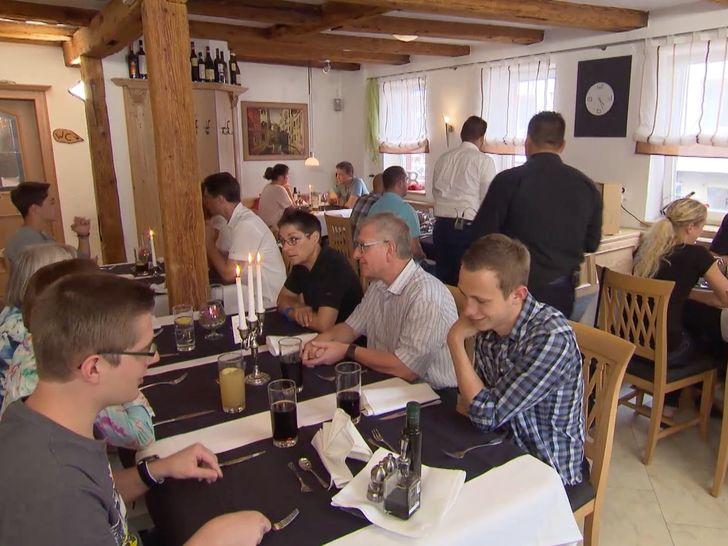 """Wird es Frank Rosin gelingen, wieder mehr Gäste in das italienische Restaurant """"Bella Rosa"""" zu locken? Foto: © kabel eins"""