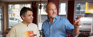 """Das Restaurant """"Wulaia"""" steht vor dem Aus, da Juan Carlos Mauricio Palma (l.) und seine Frau große finanzielle Probleme haben. Kann Frank Rosin (r.) helfen? Foto: © kabel eins, Guido Engels"""
