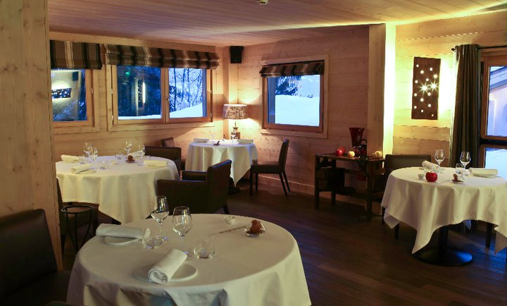 Das Drei-Sterne-Restaurant «Flocons de Sel» im Wintersportort Megève in den Savoyen ist im gleichnamigen Relais & Châteaux Hotel untergebracht, welches vier Sterne trägt. Foto: Flocons de Sel